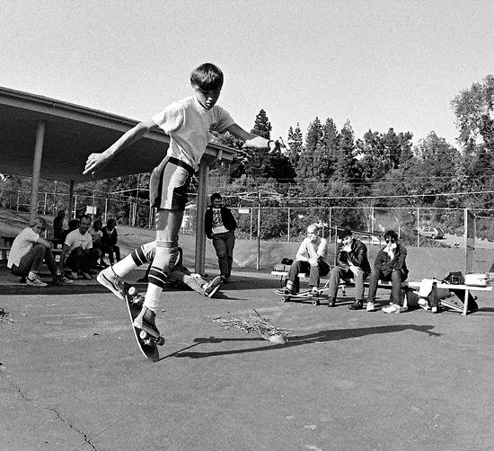 Minor Treat viendo a Rodney Mullen patinar en 1982.