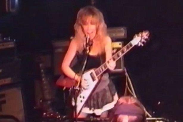 Sally fue líder de una banda punk de poca trascendencia