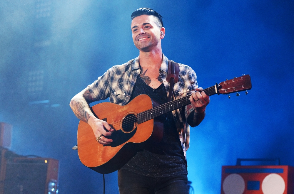 chris-carrabba-of-dashboard-confessional-performs-2015-billboard-650-1548